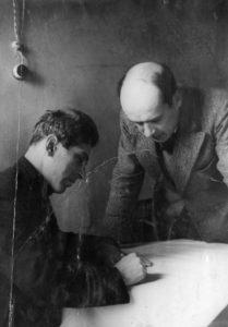 А. Пергамент и В. Честноков за разработкой спектакля Русские люди
